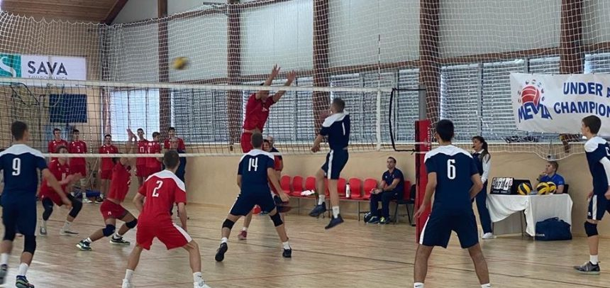 Czech Republic only undefeated team after first day