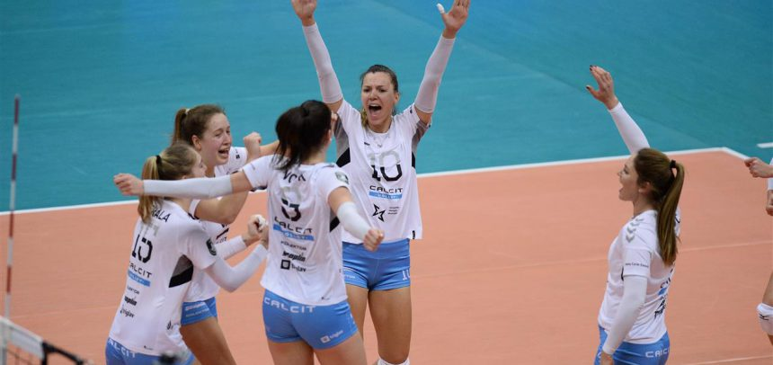 Calcit Volley wins their first set in Champions League